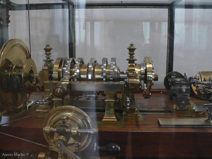 Louis XVIs lathe, dead on.jpg